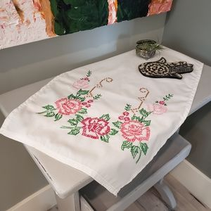 Rose embroidered rectangular linen - pink roses